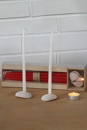 Sada kamenných svícnů se svíčkami červená