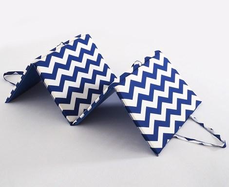 B.E.S. Petrovice Plážové lehátko Nautica modrobílá 140x50x2