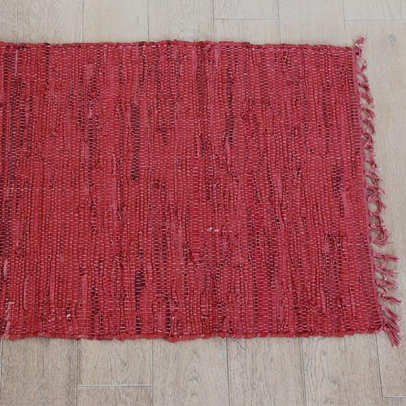 Koberček Home Design z kože červený